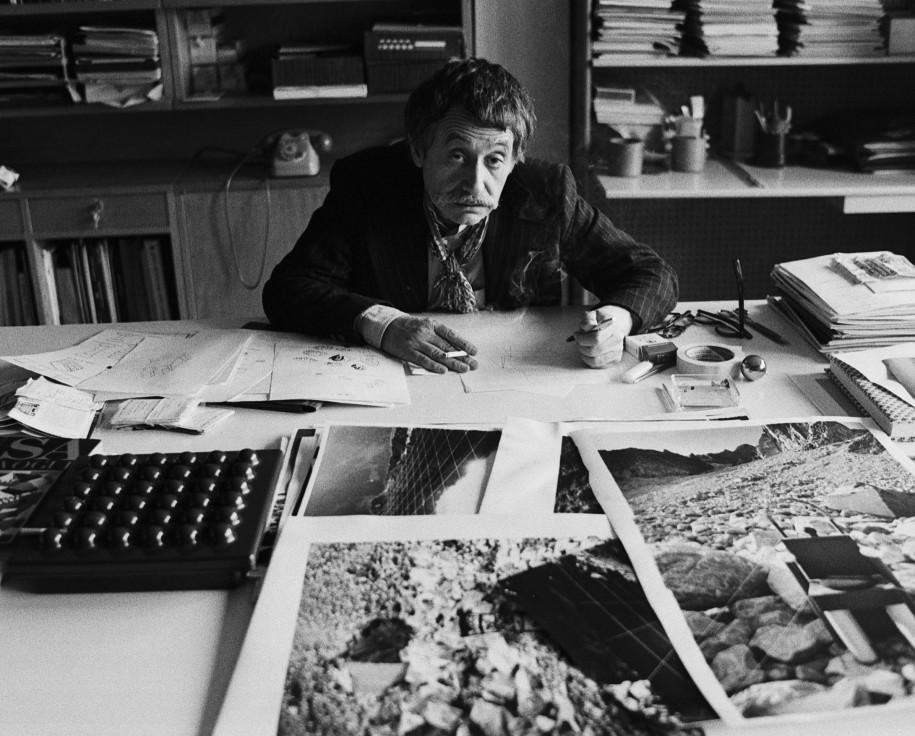 Silvia Lelli, Ritratto di Ettore Sottsass jr nel suo studio, 1979. Photo Silvia Lelli/Lelli e Masotti Archivio