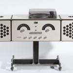 10.Achille e Pier Giacomo Castiglioni, Radioricevitore RR126, Progetto 1966, Produzione Brionvega 1966, plastica metallo e legno, cm 121 x 36,5 x 72.