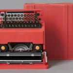 22.Ettore Sottsass jr., Carrozzeria e custodia, macchina da scrivere portatile Valentine, plastica rossa e metallo, cm 33 x 34,5 x 10,5 (carrozzeria) cm 34,5 x 35 x 12 (custodia)  data di progettazione: 1968 data di realizzazione 1969.