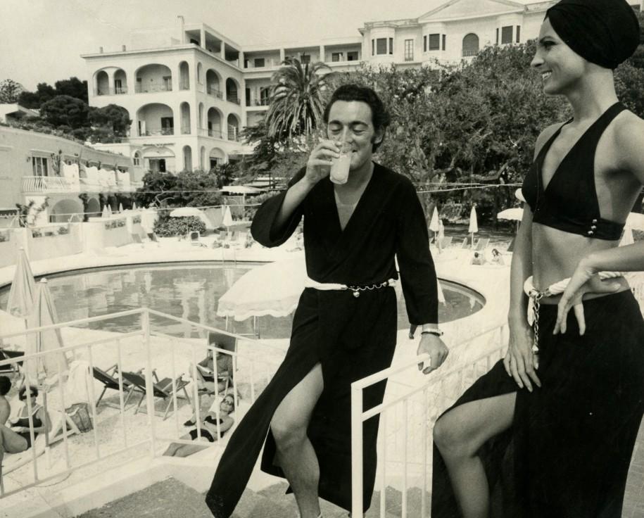 Walter Albini, Collezione Cina per Cole of California- Mare Moda Capri, Primavera/Estate 1969, Stampa fotografica in bianco e nero su carta bromuro d'argento, mm 298 × 239, D018373S